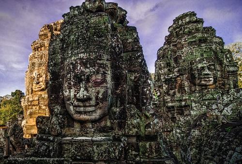 Bạn nên ăn mặc kín đáo bởi đây là vùng đất Phật