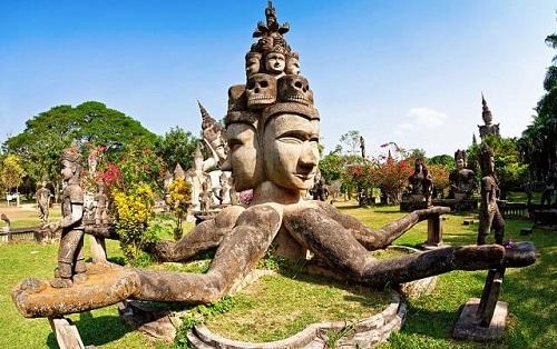 Vườn tượng Phật là địa điểm bạn không thể bỏ qua khi đến Lào